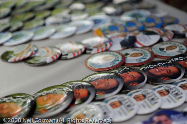 Buttons featuring Obama at the DNC