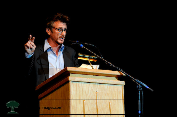 Sean Penn speaks at the Ralph Nader Super Rally